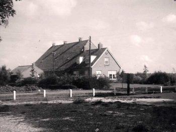 Boerderij in het centrum van Vledderveen, 1955