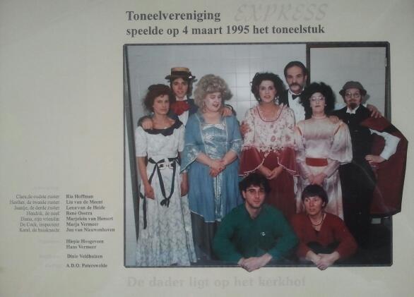 Toneelvereniging Express speelde op 4 maart 1995 'De dader ligt op het kerkhof'.