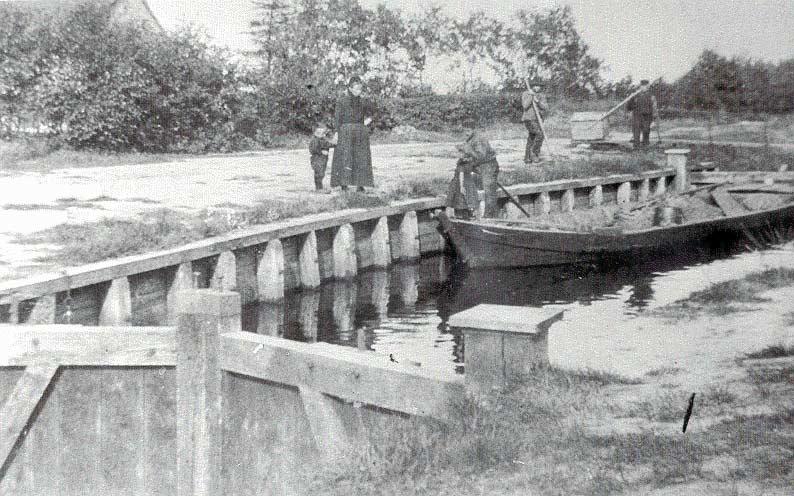 Sluis met praam, einde 19e eeuw